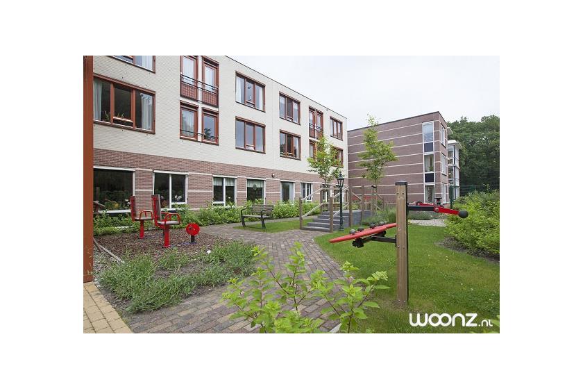 De tuin bij Sprengenhof waar het 's zomers goed toeven is