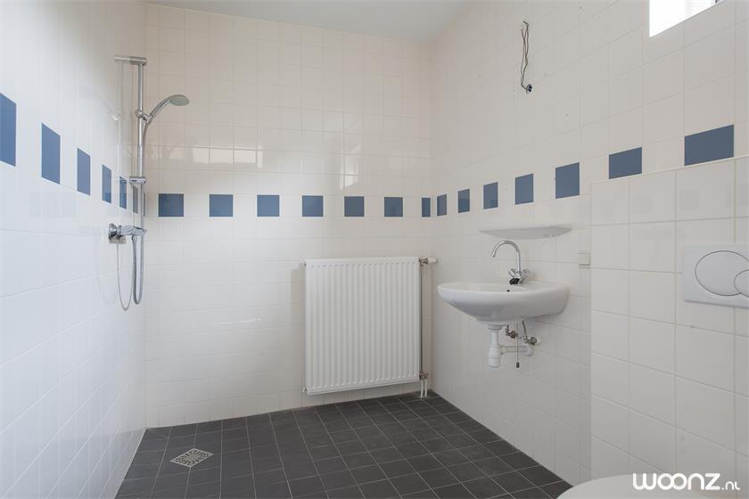 De Cypressenhof - hoekwoning badkamer