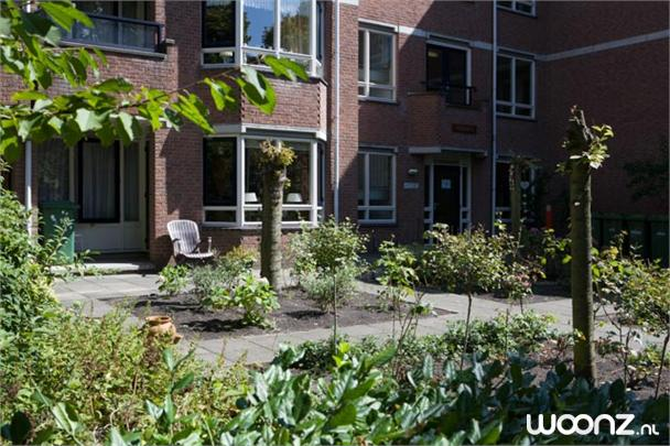 Tweekamerappartement, uitzicht binnentuin, ingang Duinweg