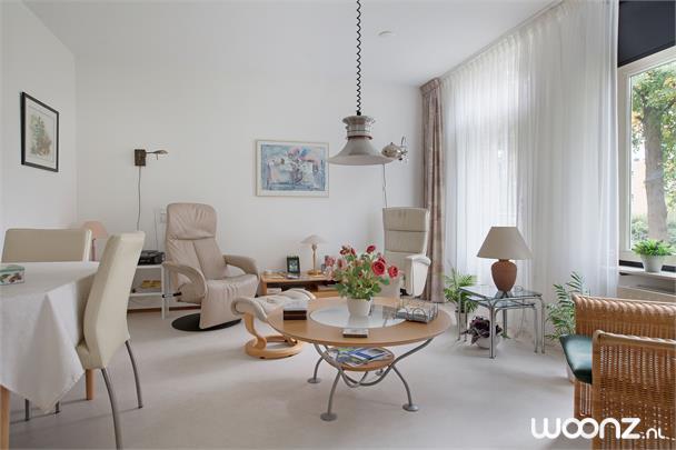 Vivium Oversingel - Weesp - groot 2-kamer appartement aan binnentuin met uitzicht op water van binnentuin - Woonkamer
