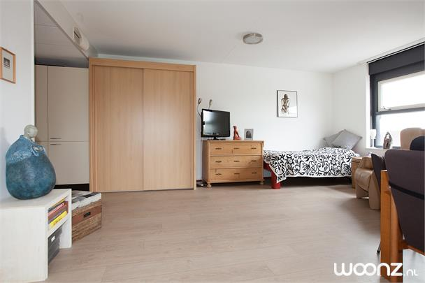 Woonkamer En Slaapkamer : 1 kamer app. met gedeeld balkon 43m2 seniorenappartement in weesp