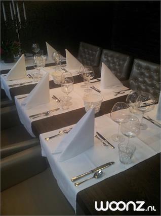 Gedekte tafel met servetten