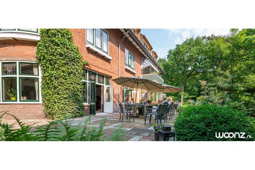 Villa-Sijthoff-Wassenaar-tarras-mensen-zon