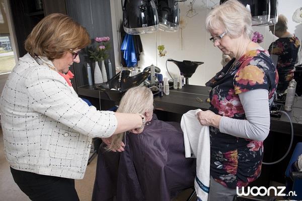 Marken Haven kent extra diensten zoals de pedicure en de kapper