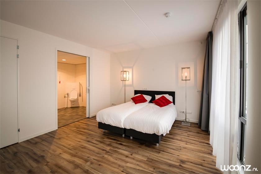 De-Statenhof-appartement-slaapkamer-badkamer