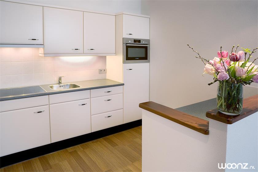 Sibelius-oss-appartement-keuken-wit